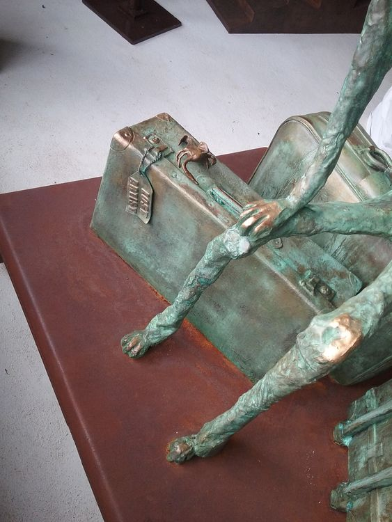 The Traveller by Christopher Stone - search and link Sculpture with SculptSite.com