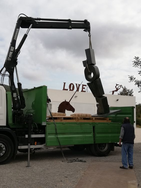 THE TOWER OF LOVE by Christopher Stone - search and link Sculpture with SculptSite.com