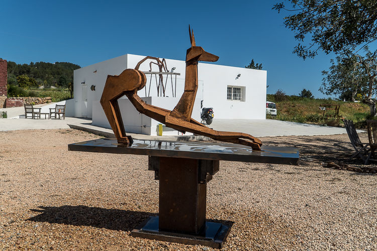 Deco Dog by Christopher Stone - search and link Sculpture with SculptSite.com