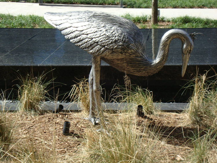 Monuments - Heron Henrietta by Edd Hayes - search and link Sculpture with SculptSite.com