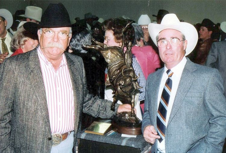 Legends of Rodeo - Harry Tompkins, Riding with Style by Edd Hayes - search and link Sculpture with SculptSite.com
