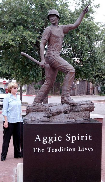 Monuments - Aggie Spirit, The Legend Lives by Edd Hayes - search and link Sculpture with SculptSite.com
