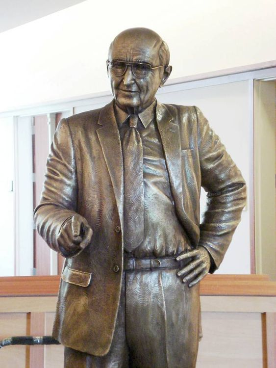 Monuments - Matt Dawson by Edd Hayes - search and link Sculpture with SculptSite.com