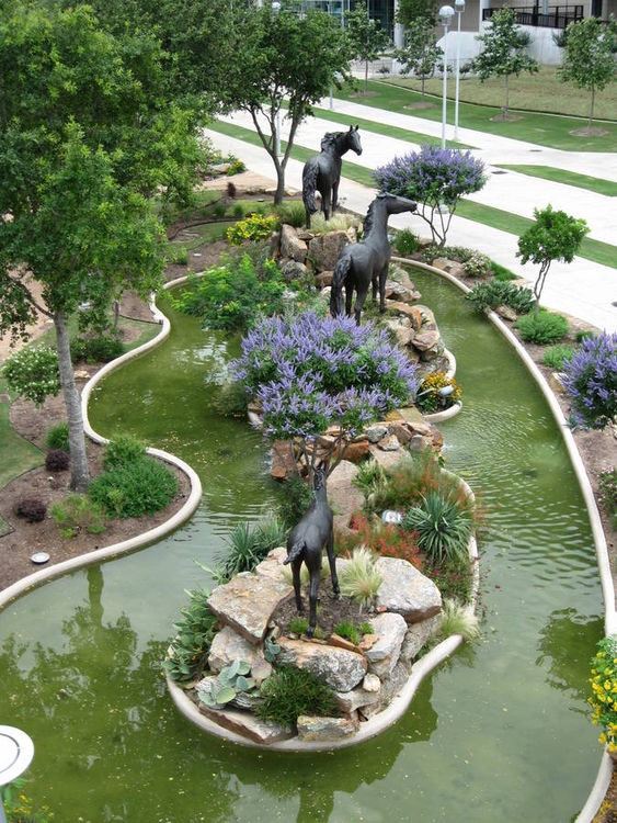 Monuments - Wild and Free by Edd Hayes - search and link Sculpture with SculptSite.com