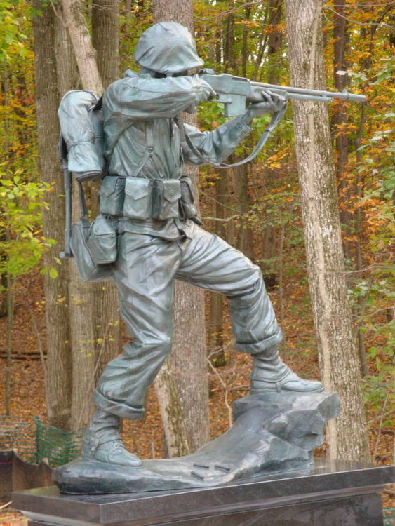 5th Marine Division Memorial by Robert Eccleston - search and link Sculpture with SculptSite.com