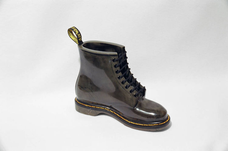 Dr. Marten Boot by Robin Antar - search and link Sculpture with SculptSite.com
