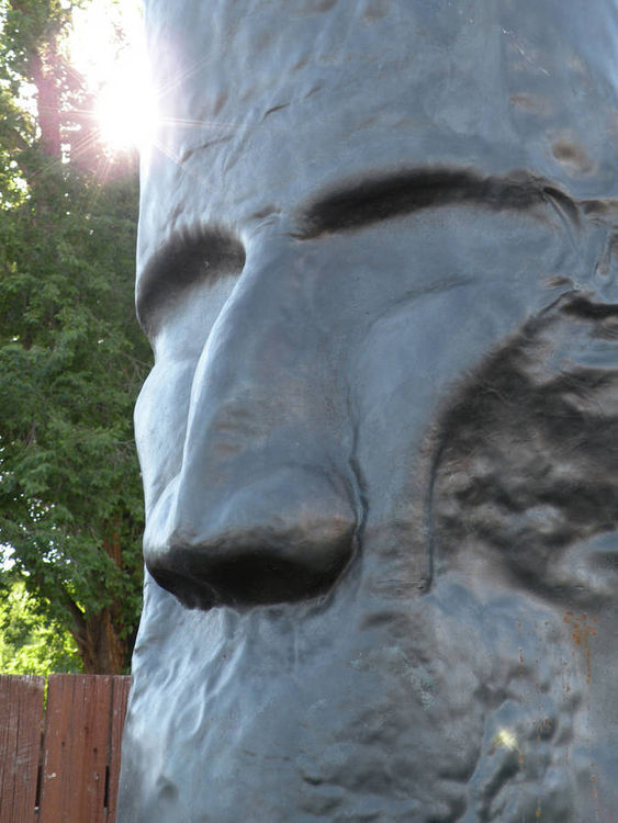 Big Head by Barry W. Sheehan - search and link Sculpture with SculptSite.com