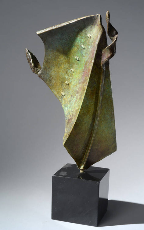 Cloak by Robert Pulley - search and link Sculpture with SculptSite.com