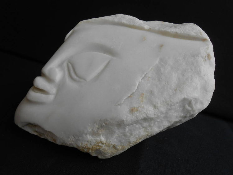 Smooth Cheeks by David Willis - search and link Sculpture with SculptSite.com