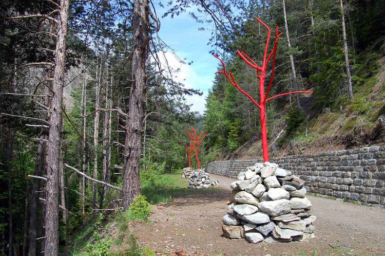 Walking with Memories by Adri A.C. de Fluiter - search and link Sculpture with SculptSite.com