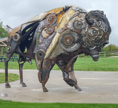 Bison by Donald Gialanella - search and link Sculpture with SculptSite.com