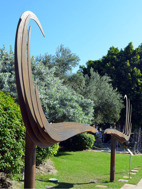 Dali Mustache by Donald Gialanella - search and link Sculpture with SculptSite.com