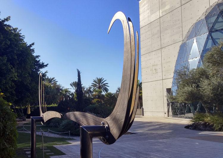 Dali Mustache by Donald Gialanella - search and link Sculpture with SculptSite.com