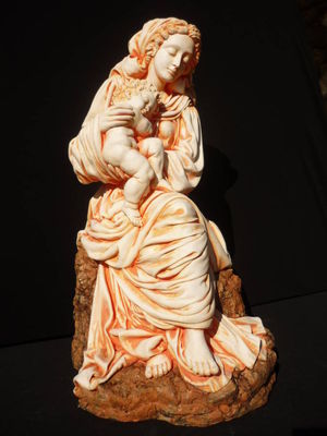 Madonna with baby by Elena Karamushka - search and link Sculpture with SculptSite.com