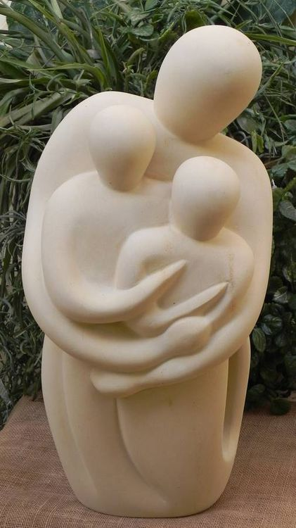 Mutter mit Kindern by Joe Xuereb - search and link Sculpture with SculptSite.com