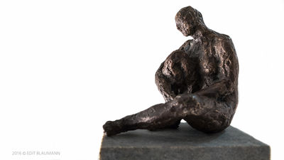 Woman in bronze by Eva Karcag - search and link Sculpture with SculptSite.com