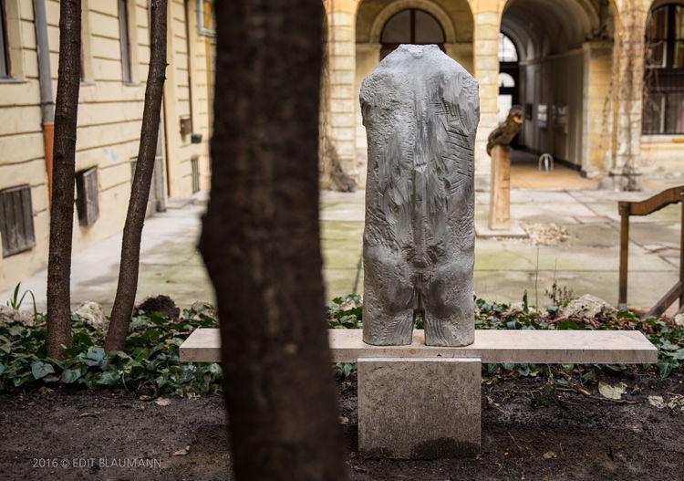 A Tough Case by Eva Karcag - search and link Sculpture with SculptSite.com