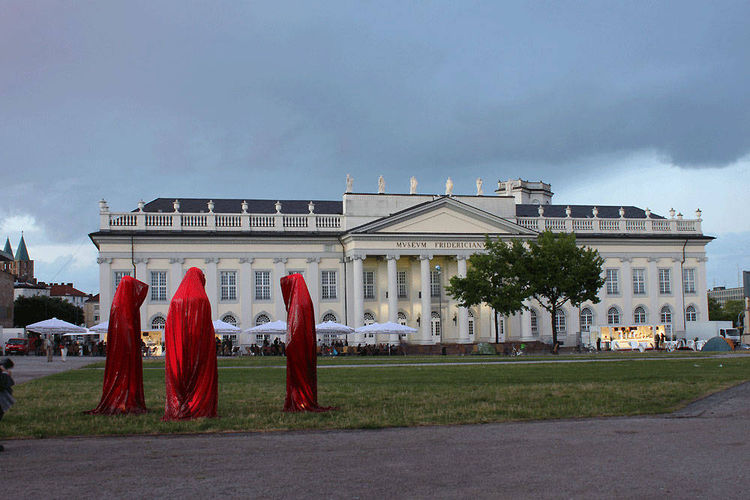 by Manfred Kielnhofer - search and link Sculpture with SculptSite.com