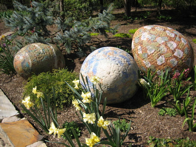 Eggs by Carol Fleming - search and link Sculpture with SculptSite.com