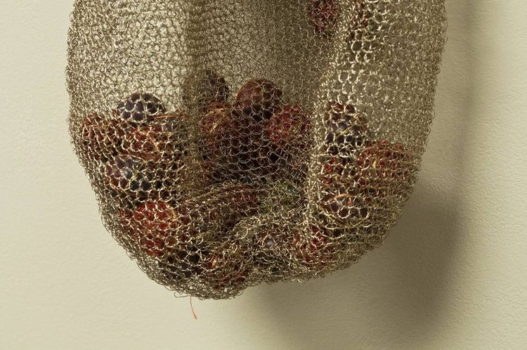 Sack or Pod? by Leslie Pontz - search and link Sculpture with SculptSite.com