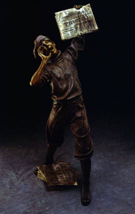 The Newsboy by James Muir - search and link Sculpture with SculptSite.com