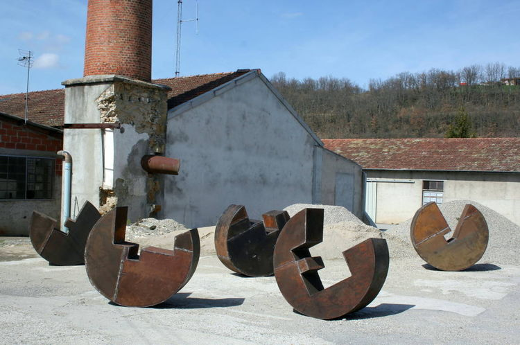 Les 5 3 quarts, Less is More by David Vanorbeek - search and link Sculpture with SculptSite.com