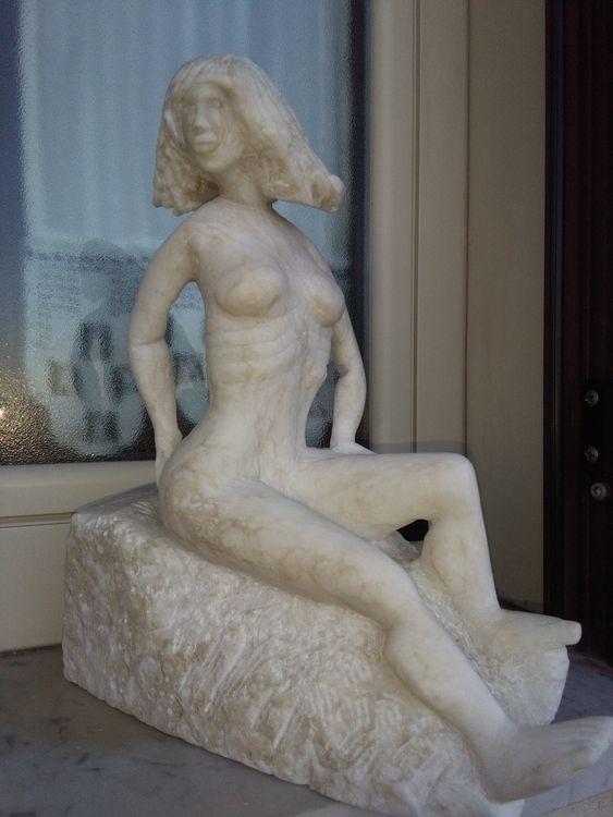 LA GENERALA by Nazareno Spinelli - search and link Sculpture with SculptSite.com
