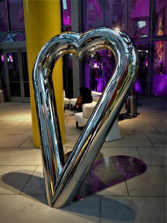 Love (large scale) by Chris ORourke - search and link Sculpture with SculptSite.com