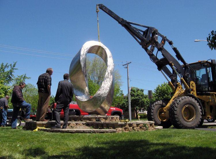 Double Mobius Strip by Plamen Yordanov - search and link Sculpture with SculptSite.com