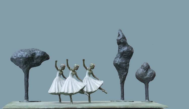 Dancing In The  Park by Sterett-Gittings Kelsey - search and link Sculpture with SculptSite.com